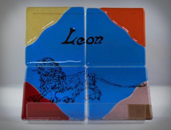 GR0031-JUEGO_POSAVASOS_LEON_ Y_LETRAS_ROMBO_AZUL